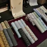 Ткани для кимоно. Если для изготовления кимоно не требуется подгонка по рисунку, то кимоно чаще всего продают в виде рулонов ткани. Которую опять-таки будут сшивать на конкретного носителя