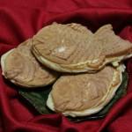 """Это хорошо всем известные """"тайяки"""" たい焼き - плюшки из пресного пшеничного теста с начинкой"""