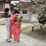 Эта парочка в кимоно постоянно попадалась по дороге. Хотя народу в кимоно вообще было очень много, даже мужчин