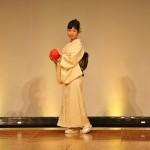 Шарик - бумажный, играть. А комплект кимоно, в целом, полуформальный