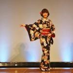"""Само кимоно достаточно традиционное, а вот пояс - более современной """"интер-трепации"""". Весь комплект неформально-прогулочный"""