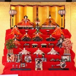 Полный комплект Хина-нингё (кукол хина) со всеми положенными дополнениями, включая даже императорскую повозку