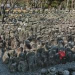 Тысячи надгробных камней