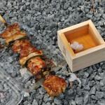 Правильное ханами включает ханами-дзакэ и закусь. В этот раз я таки запаслась правильной посудой для сакэ