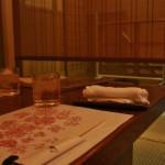 На ужин забрели в квартал Понто-тё. Там много хороших ресторанчиков, хоть и дорогих. Выделенный нам уголок в ресторане. Для интимности отгораживается от прохода бамбуковой занавесочкой. Ну, чистый Хэйан