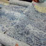 Очень старый и очень популярный дизайн летних кимоно времен Эдо. Такие вот японские пасторали в голубых тонах