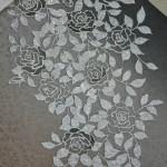 Это тоже модное от Нисидзина: рисунок выпуклый, сделан наклейкой (?) поверх шелка какого-то полимерного материала, похожего на резину