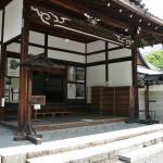 Собственно вход в выставочно-садовую часть храма