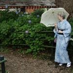 Кимоно - летнее, ро (немножко раньше положенного сезона, но, во-первых, жарко уже, а во-вторых, очень хотелось померять). Пояс однослойный тканый, такой можно и летом, и в межсезонье. Все остальные причиндалы - летние. И зонтик, да