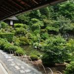Гостевая веранда храма и вид на пруд Фуё-ти