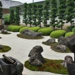 """Сад камней с другого ракурса. Тут, в отличие от Рёан-дзи, нет """"скрытых"""" камней. Все 16 можно пересчитать с любой точки. """"Скрытый камень"""", дополняющий или нет эту картину, - душа смотрящего"""