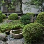 Еще один внутренний садик, куда выходят окна и галерея жилой части