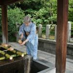 Как положено, перед входом в храм помыть ручки