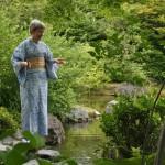 """В Дзёнан-гу весной проводят типа хэйанского стихотворного конкурса: несколько человек обоих полов, одетые в хэйанские наряды, рассаживаются на ковриках в этом саду. И сочиняют стихи. Вот мне и было велено прочесть стих. Хоть какой-нибудь. Типа, обстановка обязывает. Единственное, что я вспомнила - """"жил-был у бабушки серенький козлик..."""" Какое отношение серенький козлик имеет к Хэйану - не знаю, но видимо, что-то есть"""