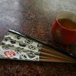 Бумажный, с бамбуковой основой. Риснук состоит из традиционных гербов