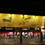 Одно из помещений, где будут продавать новогодние амулеты от Тэндзина, украсили картиной с козами
