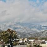 Над дальней горой явно снеговая туча